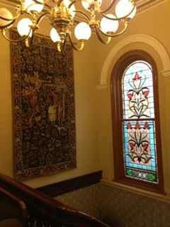 Craig's Royal Hotel: Lovely leadlight and tapestry
