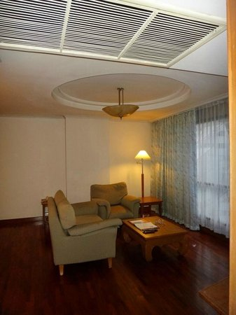 Bandara Suites Silom, Bangkok: living room