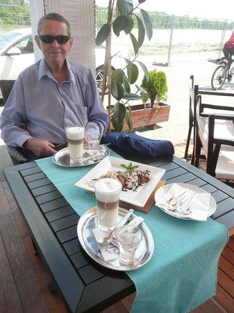 Maestro Café and Bistro / Szentendre : Great afternoon tea at Maestro Bistro