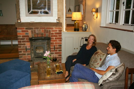 The George at Burpham: Relaxed lounge area
