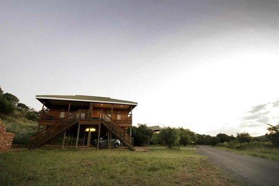 Sangiro Lodge : Exterior View