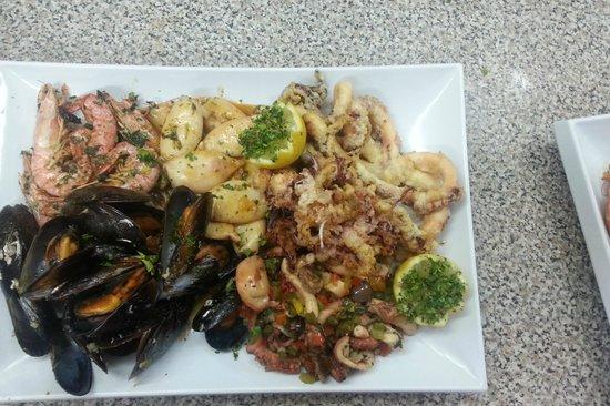 Huggy Bear Lido : fish feast