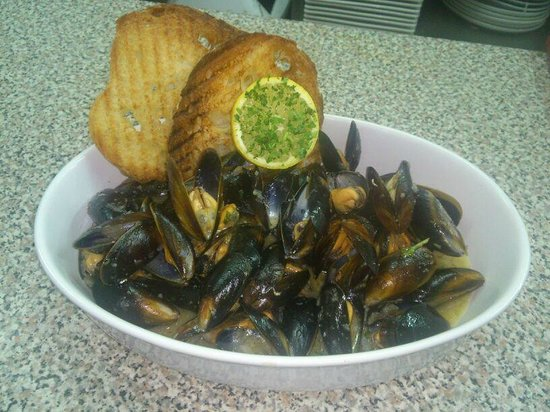 Huggy Bear Lido : Fresh mussels