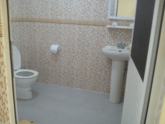 Auberge le Panoramic: Salle de bain très propre