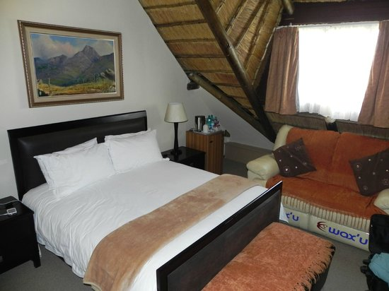Bedfordview Boutique Lodge: Luxury Thatch Room