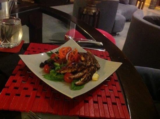 Eagles Nest Retreat: Entree - Warm Chicken Salad