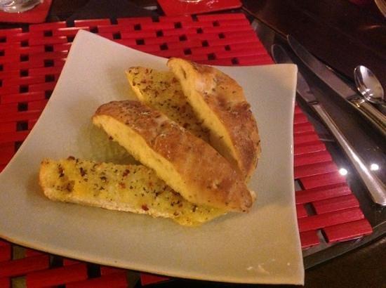 Eagles Nest Retreat: Entree - Herb & Garlic Bread