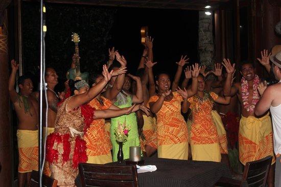 Coconuts Beach Club: The wonderful staff at Coconuts