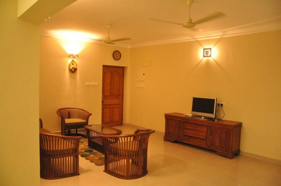 Transit Serviced Apartments : living area
