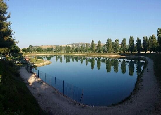 Mosciano Sant'Angelo, Italia: lago paradise