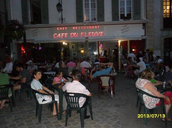 Cafe du Fleuve : Typical summer evening