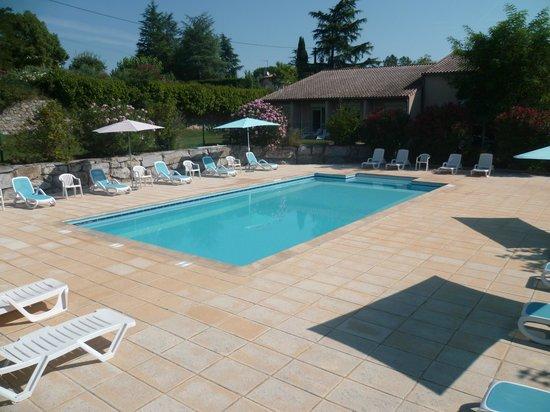 Le Clos des Bruyeres : piscine