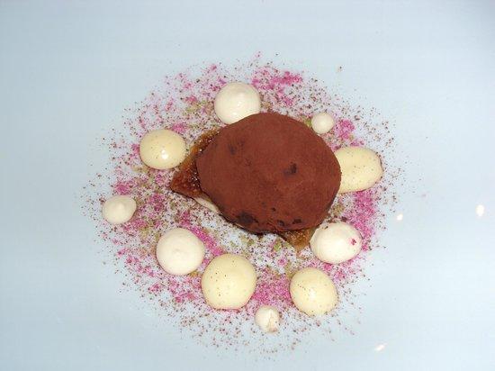 Restaurant Sant Pere del Bosc: Brownie de higos con querelle de chocolate i praliné i vaninilla.