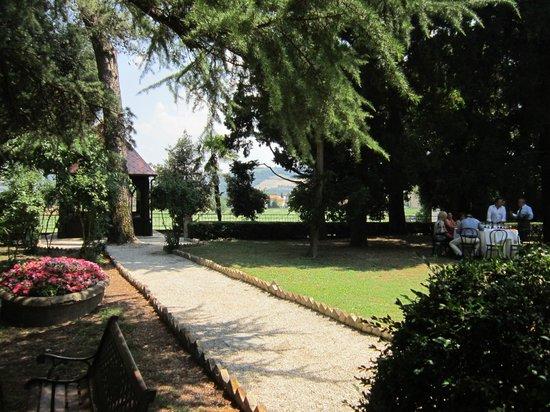 Villa Quiete: scorcio del parco, dove rilassarsi prima del pranzo