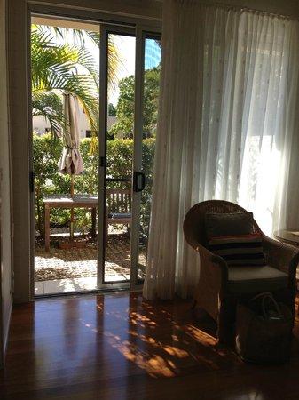 Byron Bathers: sunny courtyard