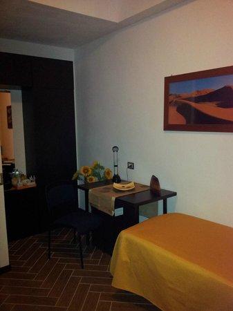 """BBMILAN Bed & Breakfast: camera 1 """"deserto del sahara"""""""