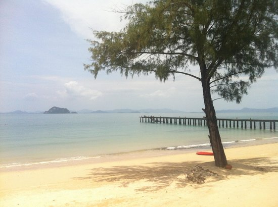 Santhiya Koh Yao Yai Resort & Spa: Don't be surprised to be alone on the beach..