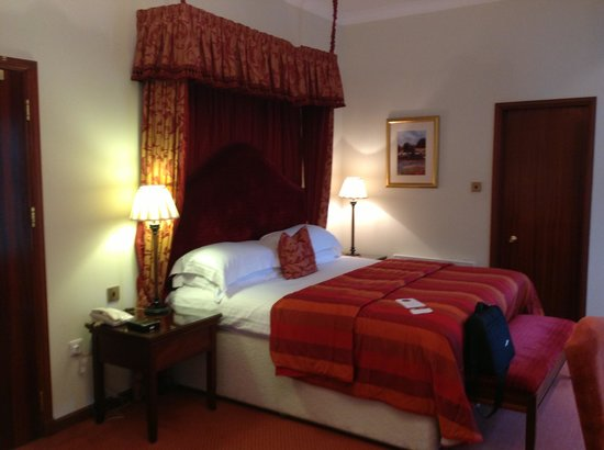 Norwood Hall Hotel: Our bed for the weekend