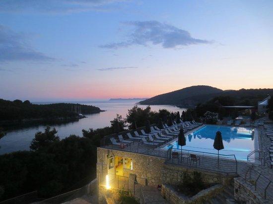 Neilson Retreat Beachclub: Sunset over the Pool