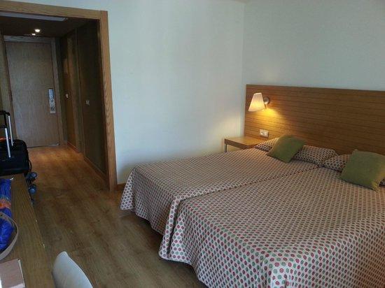 NH Ciudad de Mallorca: camera + ingresso
