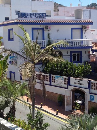 Pension La Herradura: View of front of hotel/Pension