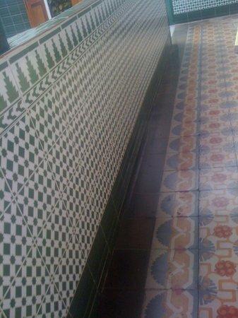 Villa Aurora Apartamentos y Pension: beautiful original old tiles
