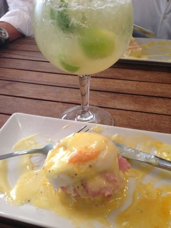The ginger loft cafe : Eggs Benedictine