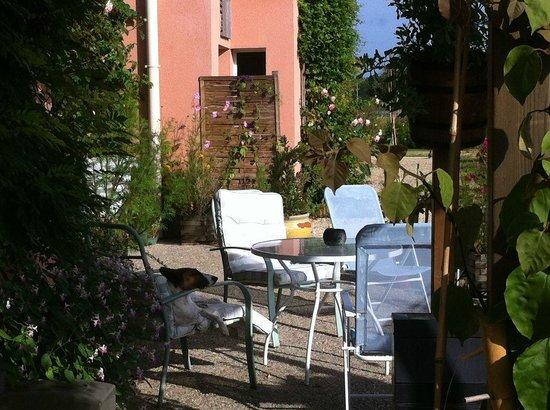 Hotel Au Sans Souci: Sunny terrace
