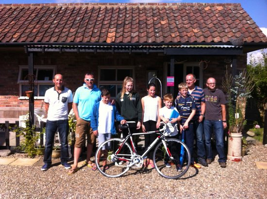 Nafferton, UK: Our group at the Nether Lane Bunk Barn