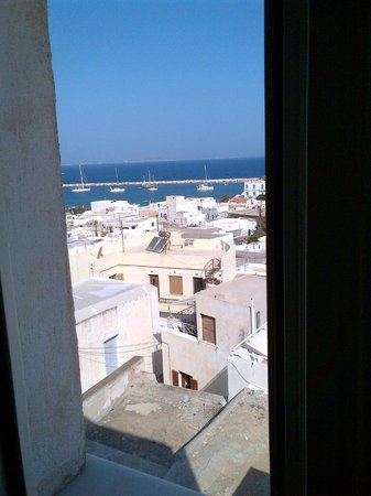 Panorama Hotel: Bathroom view from #112