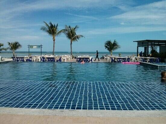 Chaweng Beach Hotel: the swimming pool