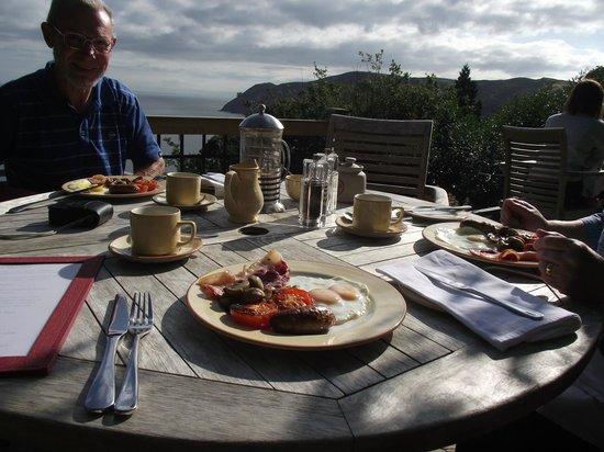North Walk House: Breakfast on the terrace