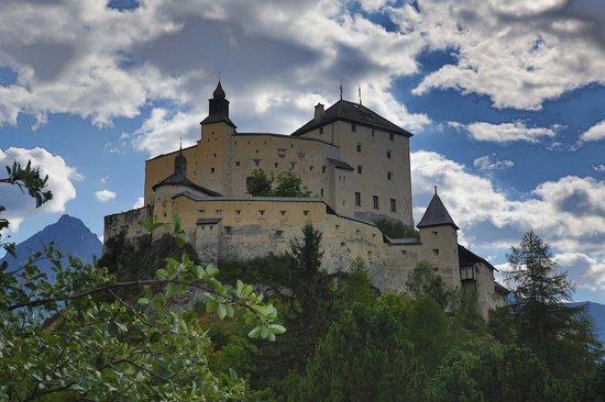 Schlosshotel Chaste : Umgebung: Schloss Tarasp