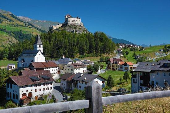 Schlosshotel Chaste : Tarasp mit Schloss Tarasp