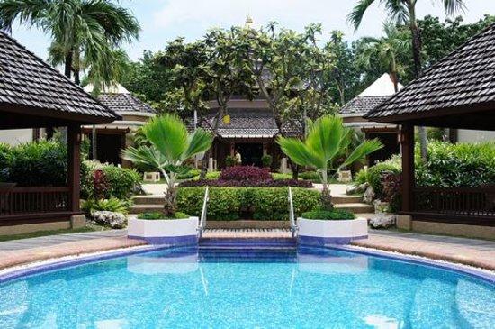 "Shangri-La's Mactan Resort & Spa: ""Chi"" Spaのプール"