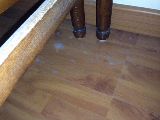Hotel Sirena: Polvere sotto le sedie