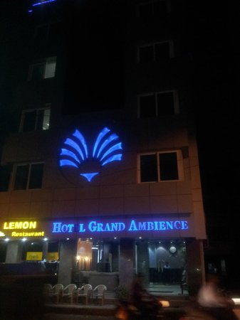 Hotel Grand Ambience: Pic taken from outside the hotel