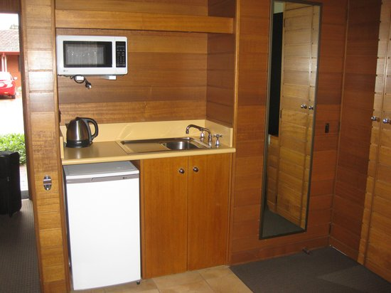 Sovereign Park Motor Inn: Kitchenette