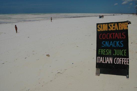 Ndame Beach Lodge Zanzibar: sun sea bar