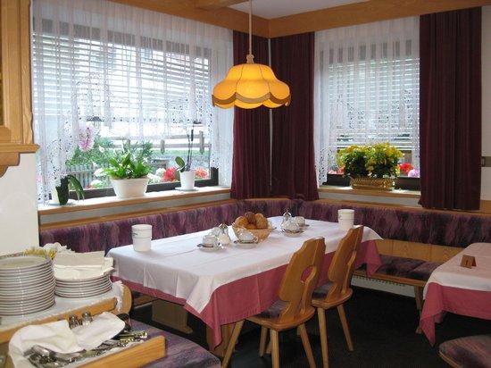 Garni Etruska: sala  colazione