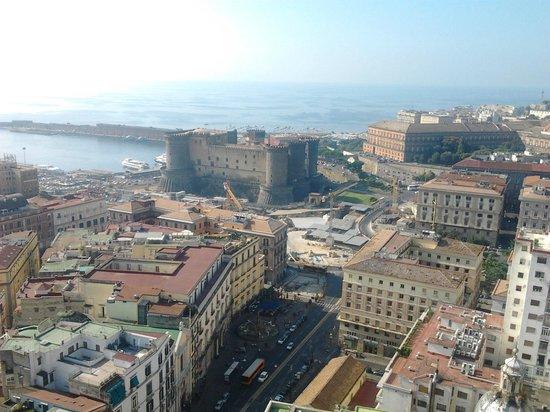 NH Napoli Ambassador: Castillo Nuovo y puerto