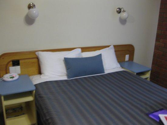 Torquay Tropicana Motel: Bedroom Area