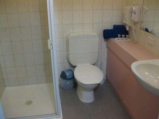 Torquay Tropicana Motel: Bathroom