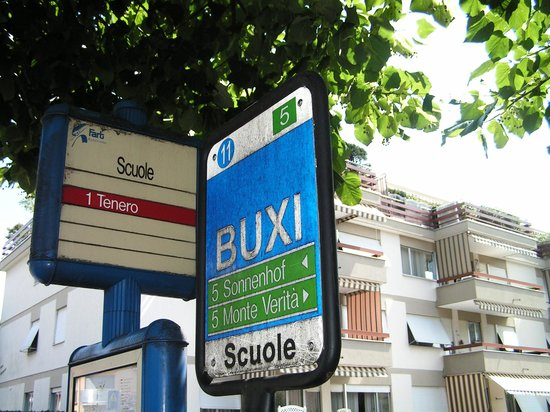 Hotel Ascovilla : Bushaltestelle