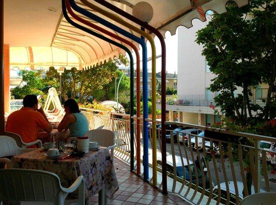 Hotel Trevi: Petit déjeuner dehors