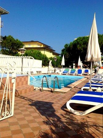 Hotel Trevi: Piscine de l'hôtel
