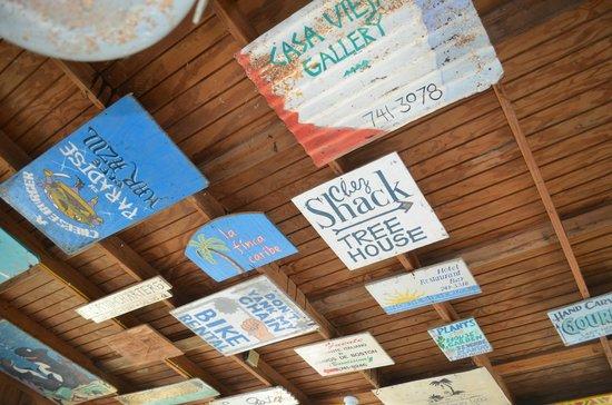 Al's Mar Azul : Ceiling signs