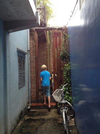 Nguyen Shack - Saigon Homestay: het steegje