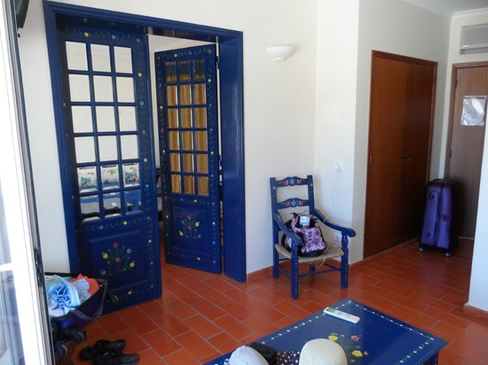 Hotel California: Doors to bedroom from lounge