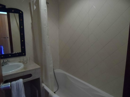 Hotel California: Bathroom of suite on fifth floor our second room